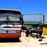 אוטובוס מדגם - O303 ללימוד נהיגה ושלדת טייגר לצידה - צילום: אפי אליאן
