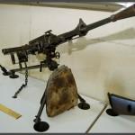 תת מקלע קל בביתן המקלעים במוזיאון בתי האוסף