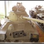 """טנק שלל מדגם T34 במוזיאון בתי האוסף של צה""""ל"""