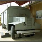 """אוטובוס הממוגן במוזיאון בתי האוסף של צה""""ל"""