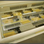 """אקדחים מתוצרת מדינות שונות שהיו בשימוש צה""""ל - צילום: אפי אליאן"""