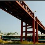 הגשר המחבר בין הכניסה למוזיאון לתצוגות עצמן