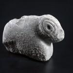 אחד מהפסלונים שנמצאו בתל מוצא - צילום: יעל יולוביץ, באדיבות רשות העתיקות