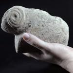 אחד מהפסלונים שנמצאו בחפירות בתל מוצא - צילום: צילום: יעל יולוביץ, באדיבות רשות העתיקות