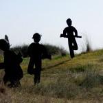 דמויות החיילים המצריים מגיעים לתקיפה על יד מרדכי