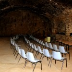אולם המבקרים במרתפי היין של יקב מקוה ישראל