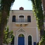 """חזית בית הכנסת של בי""""ס מקוה ישראל"""
