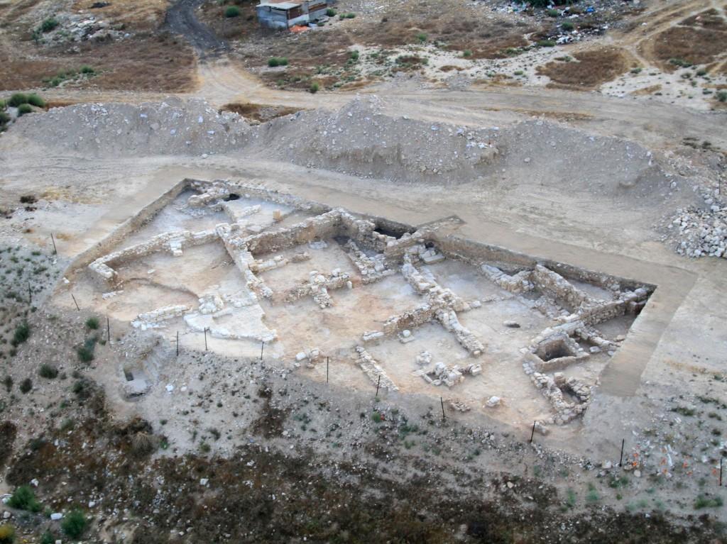 שרידי היישוב היהודי שנחשפו בבאר שבע -צילום אויר של שטח החפירה: חברת Skyview