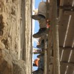 עובדים על שימור שער ציון בחומות העיר ירושלים - צילום: אבי משיח - רשות העתיקות