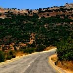 מבט כולל על מבצר נמרוד מכביש הגישה אל הגן הלאומי - צילום: אפי אליאן