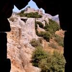 מבט אל חומות העיר המערביים כדרך צוהר ממגדל המערב