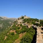 החומות לאורכו המזרחי של מצודת נמרוד
