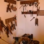 ציוד סנדלרות במוזיאון מזכרת בתיה