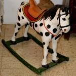סוס נדנדה המוכר מלא מעט בתי ילדים בישראל