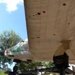 מבט מתחת לכנף מטוס המיסטר בגן הבנים ברחובות