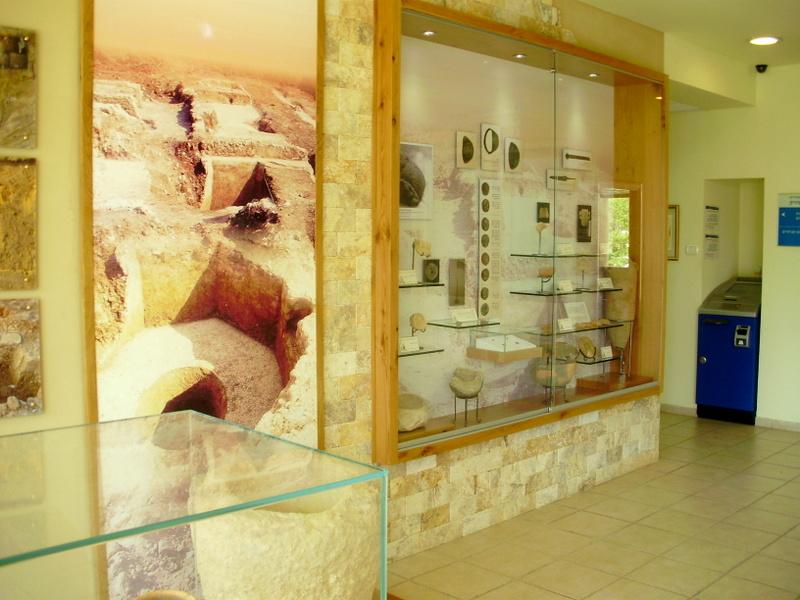 התערוכה מחפירות גני טל בבניין המועצה בנחל שורק - צילום: צבי שמיר