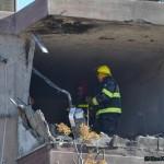 כוחות החילוץ בקומה הפגועה בבית המגורים בקרית מלאכי