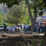 מאות סקרנים ותושבי השכונה בסמוך לבניין הפגוע בקרית מלאכי