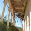 המרפסת במבנה בית הקשתות הסמוך לקיבוץ זיקים