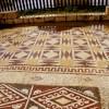 רצפת הפסיפס המעטרת את הכניסה לארמון בקיסריה - צילום: אפי אליאן