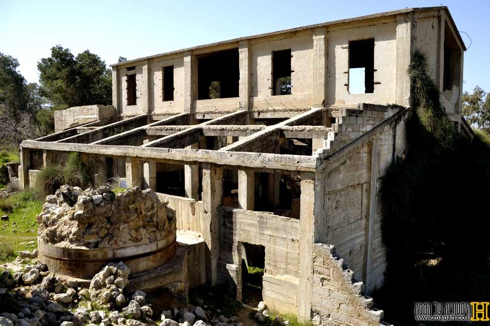 מבנה מפעל הגופרית ביער בארי בחלקו הקדמי - צילום: אפי אליאן