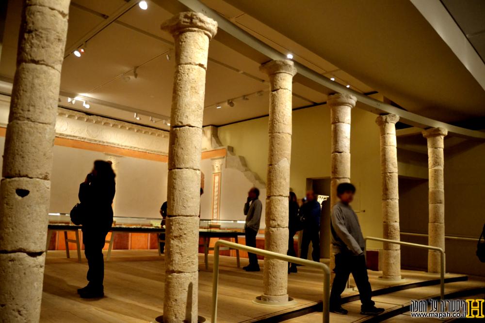 הכניסה להיכל המאוזוליאום שנבנה מחדש במוזיאון ישראל לתערוכה - צילום: אפי אליאן