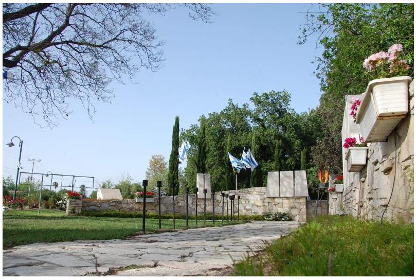 אנדרטת הזיכרון בכפר ורבורג - צילום: אפי אליאן