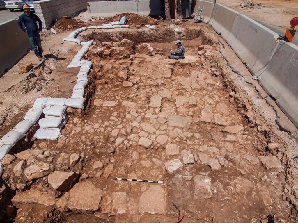 הדרך הרומית שנחשפה בירושלים - צילום: אסף פרץ, באדיבות רשות העתיקות