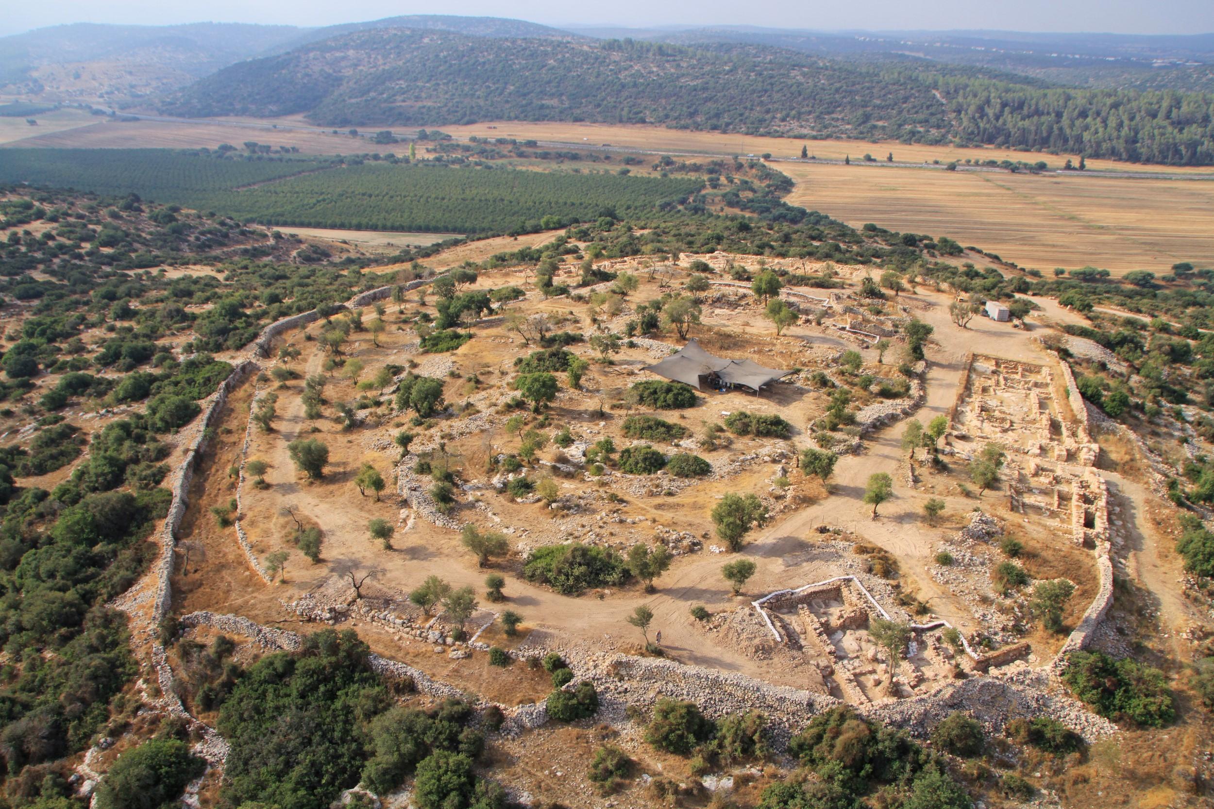 תמונה אווירית כללית של האתר. צילום: חברת  Skyview, באדיבות האוניברסיטה העברית ורשות העתיקות