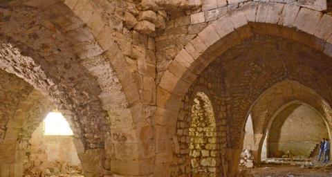 אחד מחללי בית החולים העתיק בירושלים - צילום: יוֹלי שוורץ, באדיבות רשות העתיקות