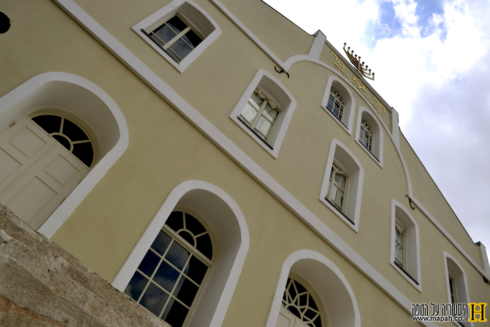 מזוית שונה מעט - בית הכנסת הגדול בראשון לציון - צילום: אפי אליאן
