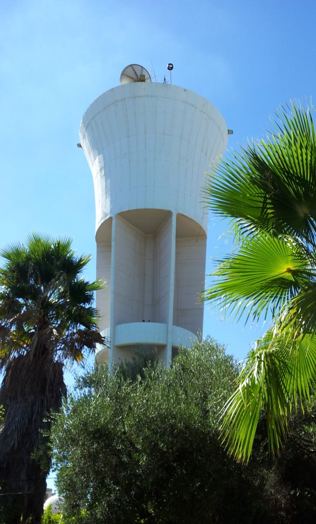 מגדל המים בעיר קרית מלאכי - צילום: אפי אליאן