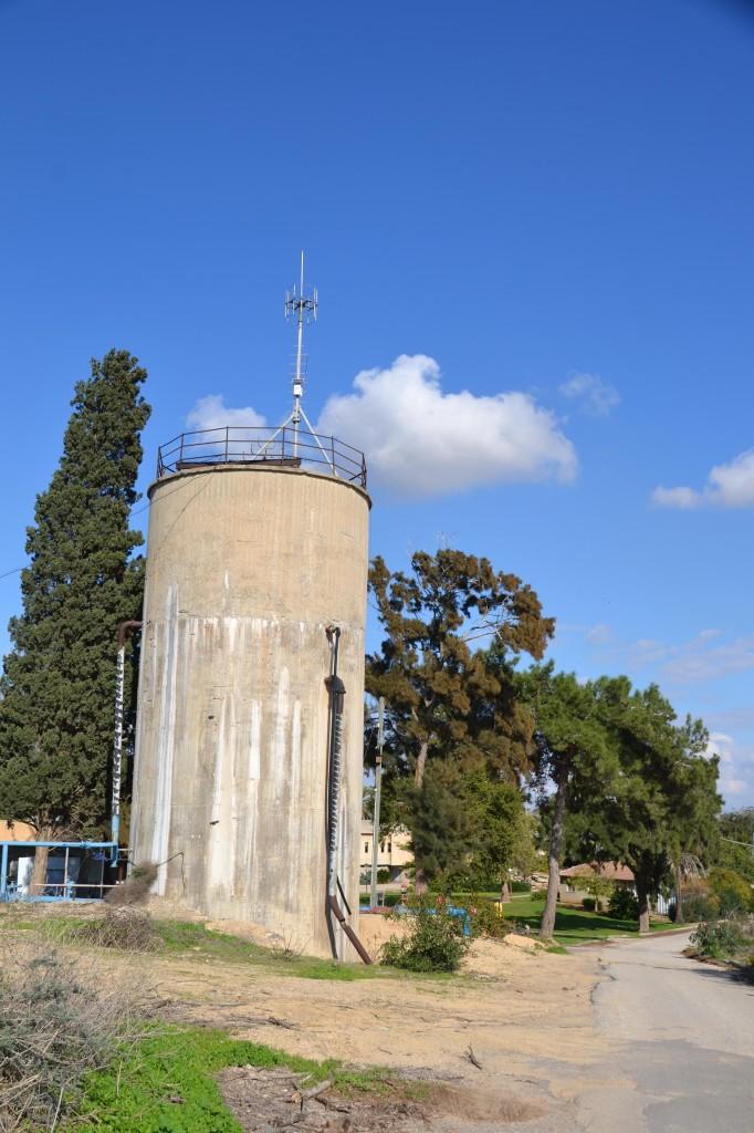 מגדל המים בקיבוץ זיקים - צילום: אפי אליאן