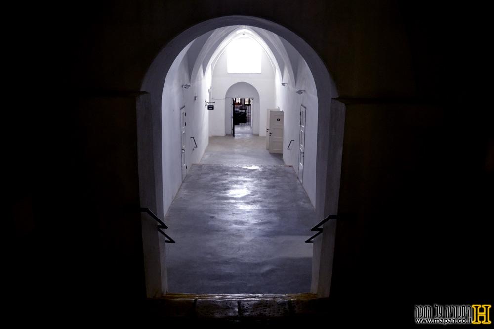 פרוזדור בכניסה למוזיאון אסירי המחתרות בירושלים - צילום: אפי אליאן