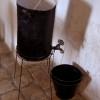 כלי לאכסון מים במוזיאון אסירי המחתרות - צילום: אפי אליאן