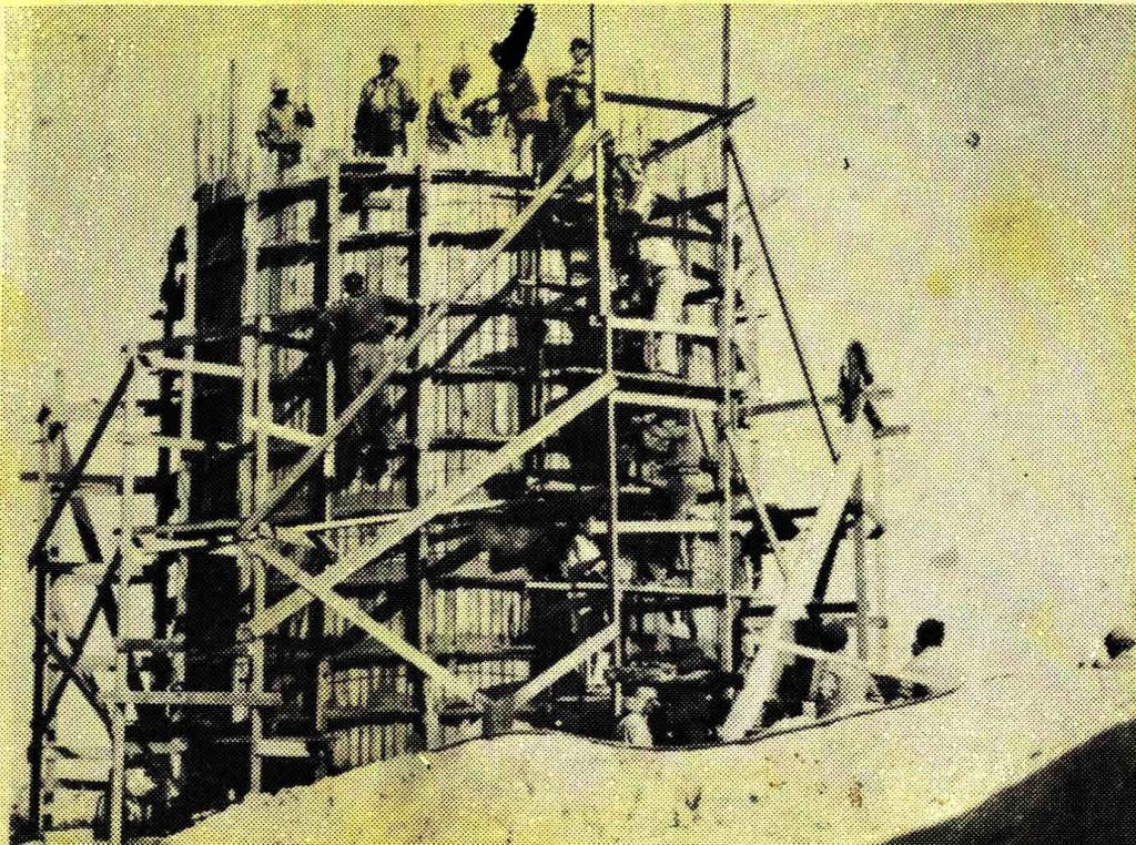 בניית מגדל המים בקיבוץ זיקים - צילום ארכיון באדיבות קיבוץ זיקים