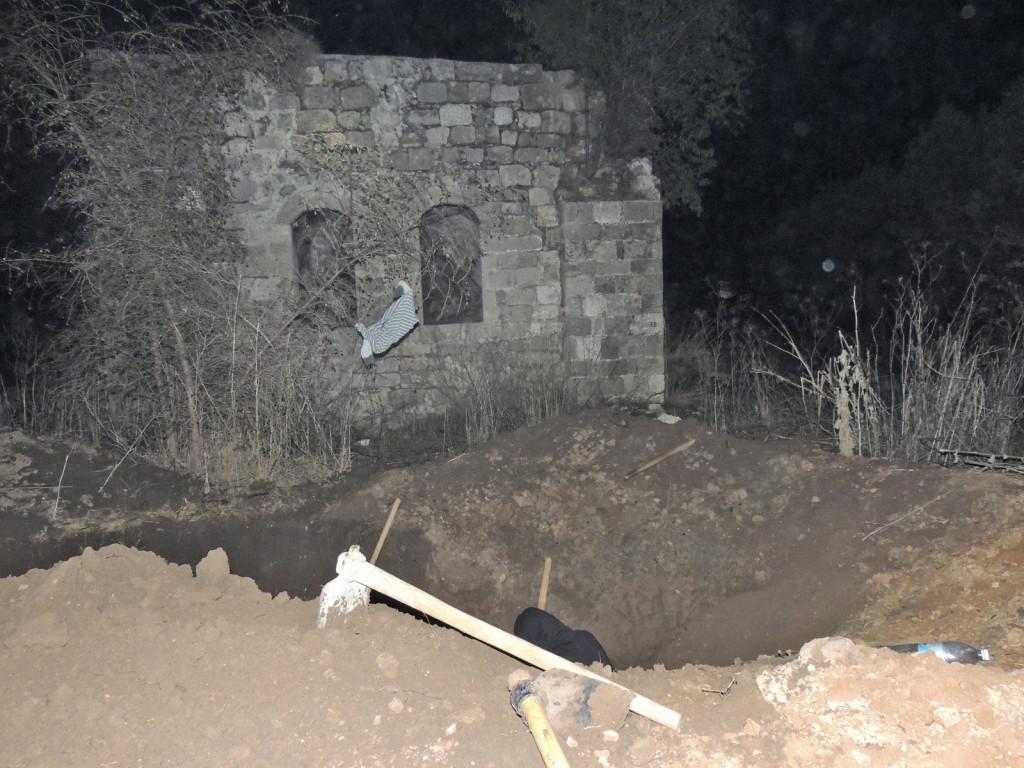 אחד מהשודדים שנתפסו בתל אשדוד - באדיבות היחידה למניעת שוד ברשות העתיקות
