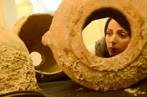 חלק מהפריטים שנמסרו לרשות העתיקות - צילום: יוֹלי שוורץ, באדיבות רשות העתיקות