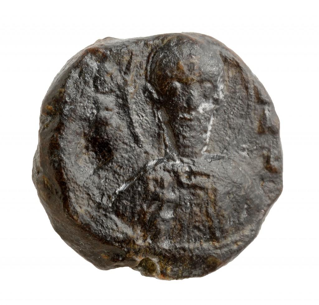 פני הבולה - הצלמית שזוהתה עליו - צילום: קלרה עמית, באדיבות רשות העתיקות