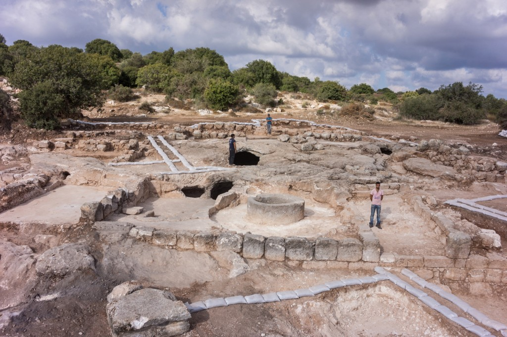 צילום אוירי של מתחם החפירות ברמת בית שמש - צילום: גריפין צילומי אויר