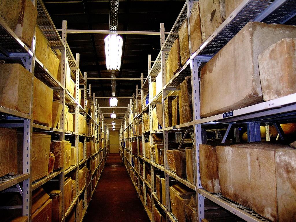 מחסני אוצרות המדינה. צילום: מריאנה סלצברגר, באדיבות רשות העתיקות