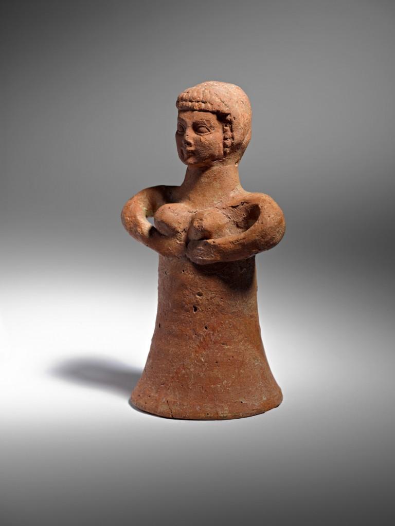 צלמית חרס דמויית אישה, לכיש, תקופת ברזל ב, המאה ה- 8 לפנהס. צילום: קלרה עמית, באדיבות רשות העתיקות