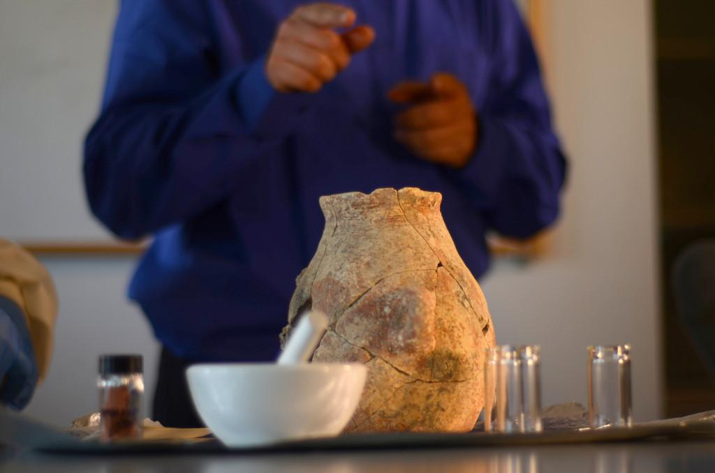 כד שמן עתיק שנמצא בעין ציפורי - צילום: רשות העתיקות