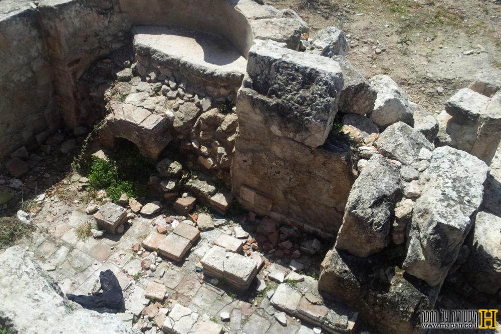 מבט עילי של החדר החם בבית המרחץ הרומי בכפר האורנים - צילום: אפי אליאן