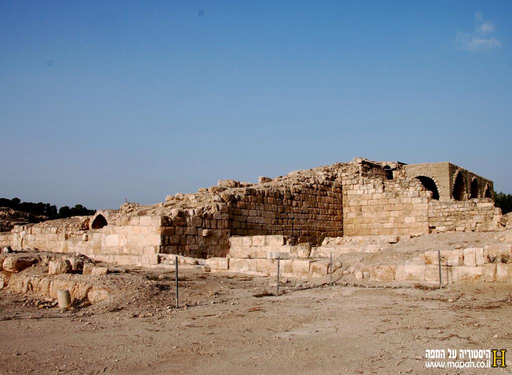 ביצורי המבצר מצד צפון מערב - צילום: אפי אליאן