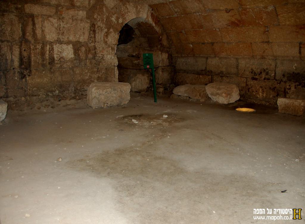 הקמרונות התת קרקעיים בלב המבצר הצלבני - צילום: אפי אליאן