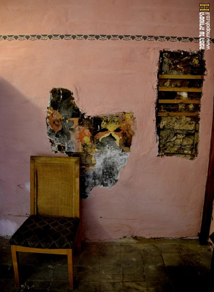 קיר משוחזר בחלק המגורים של בית הדפוס - צילום: אפי אליאן