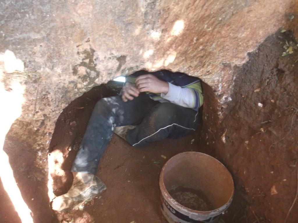 אחד מהחשודים שנתפסו בנסיון לבזוז מערת קבורה - צילום: היחידה למניעת שוד ברשות העתיקות