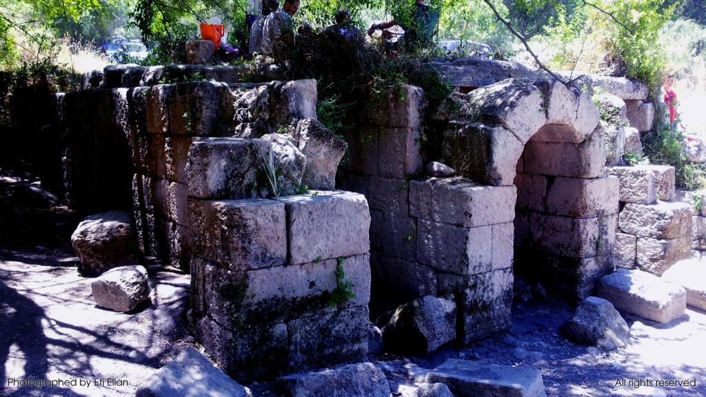 צידו המערבי של בית הקשתות במבוא חורון - צילום: אפי אליאן