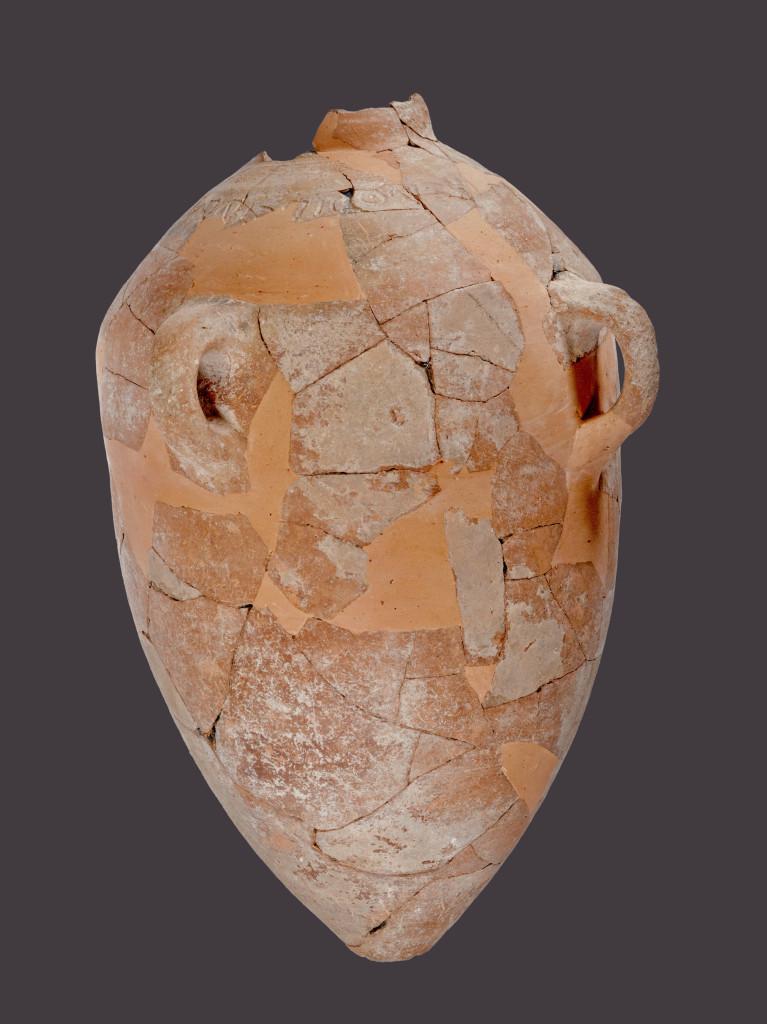 הקנקן לאחר עבודת הרפאות במעבדות רשות העתיקות. צילום: טל רוגובסקי